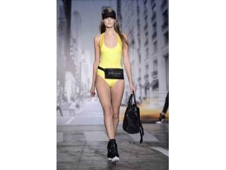 Vogue.ua сообщает о новом тренде - сумках на поясе
